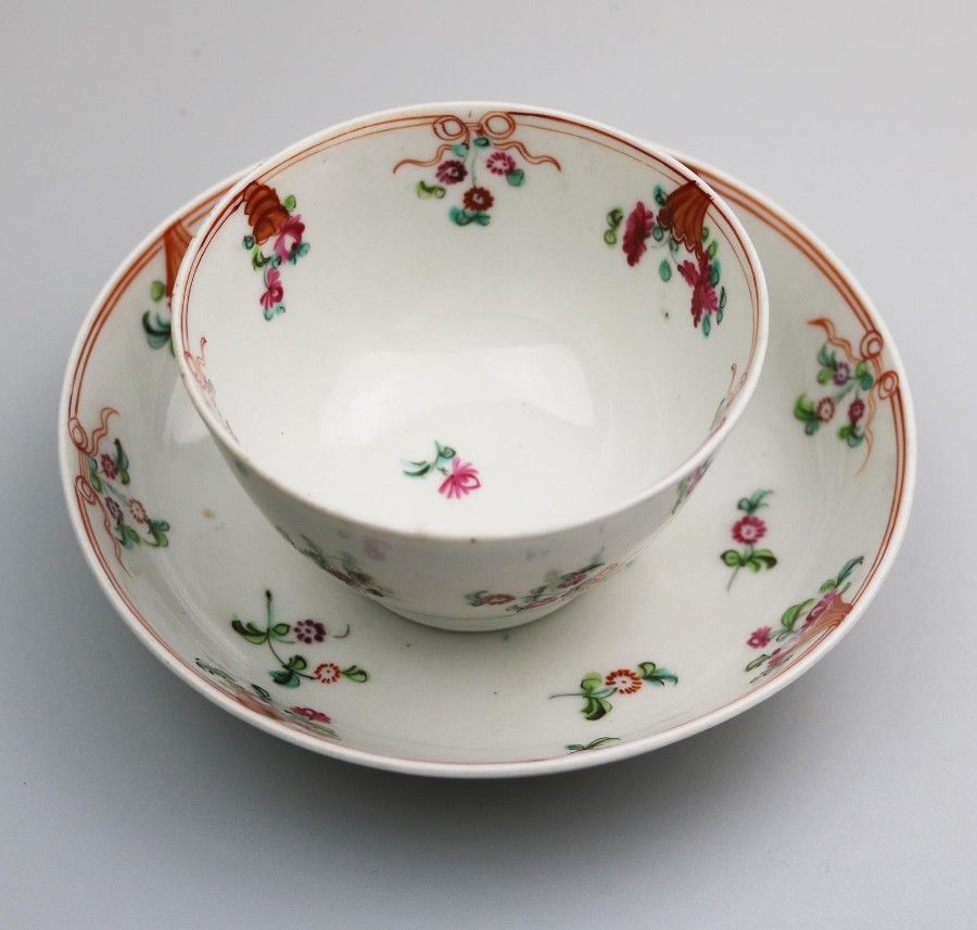 Antique English Porcelain an attractive New Hall Tea Bowl & Saucer C.18thC
