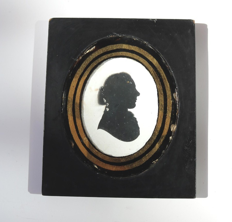 Antique Silhouette : A plaster picture of a Rector, verre eglomise glass C.19thC