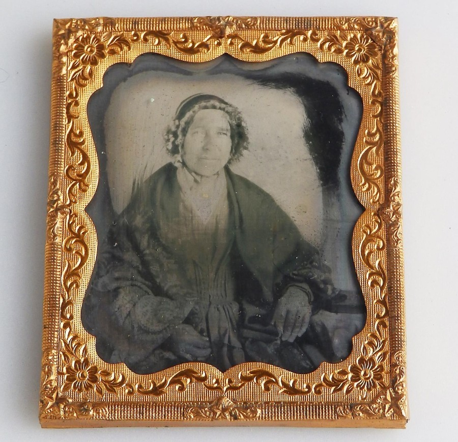 Antique Photography : An Old Woman Portrait Ambrotype in gilt frame C.19thC