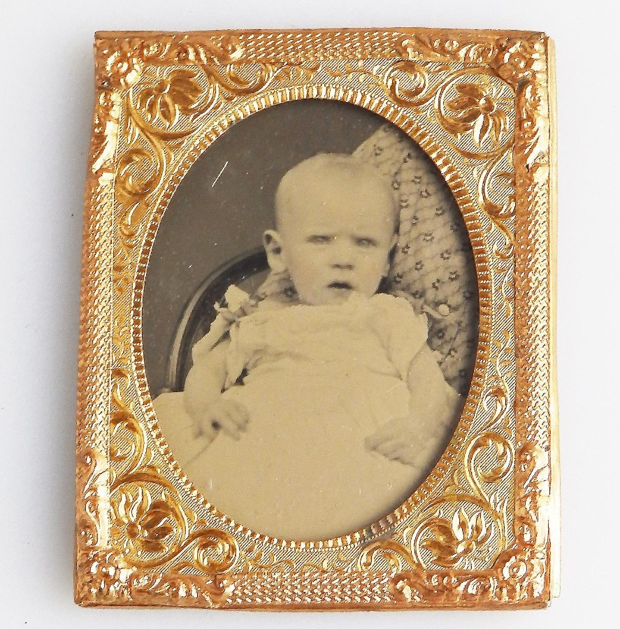 Antique Photography : A Portrait of a baby Ambrotype in gilt frame C.19thC