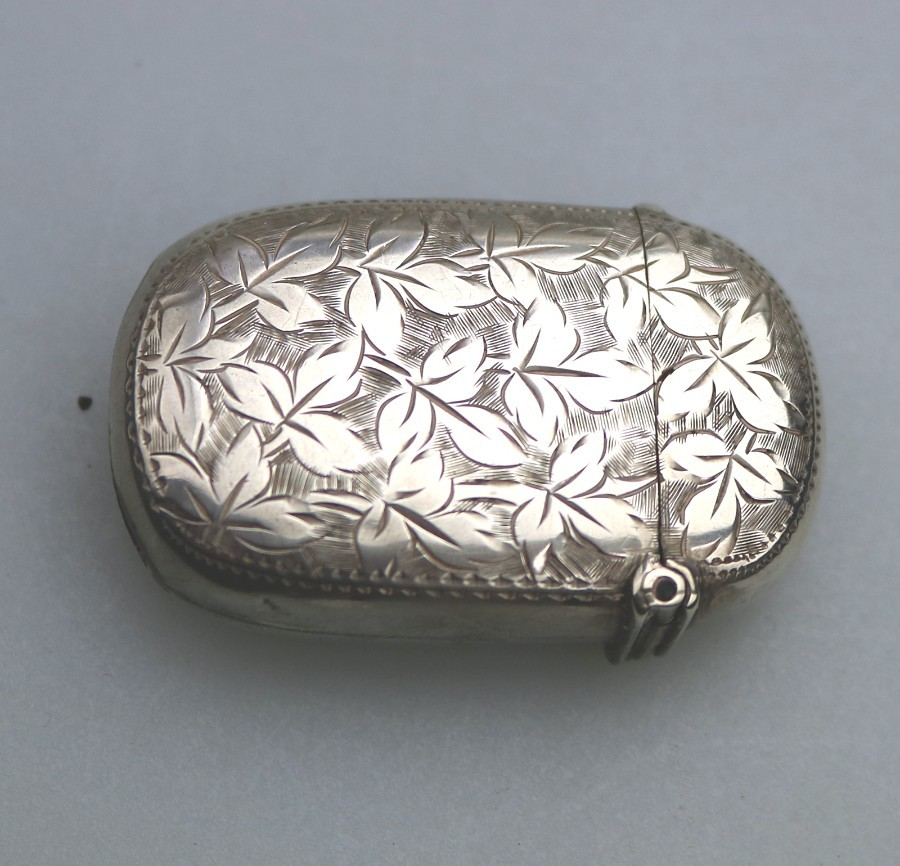 Antique Antique Solid Silver Engraved floral Vesta Case Birm 1901