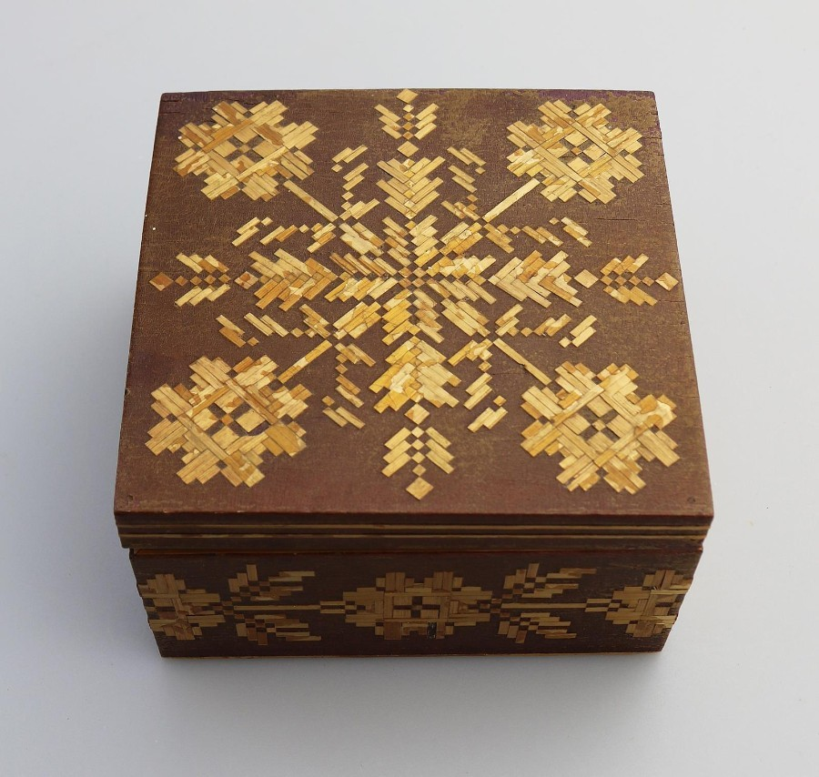 Vintage Boxes : Straw work Box C.20thC