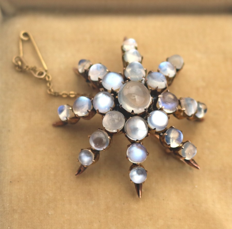 Antique Jewellery : Large & Fine Moonstone & 9ct Gold Brooch C.19thC