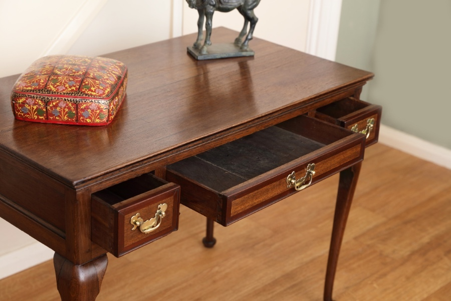 Antique Beautiful Antique 18th century oak Lowboy, hall table, side table