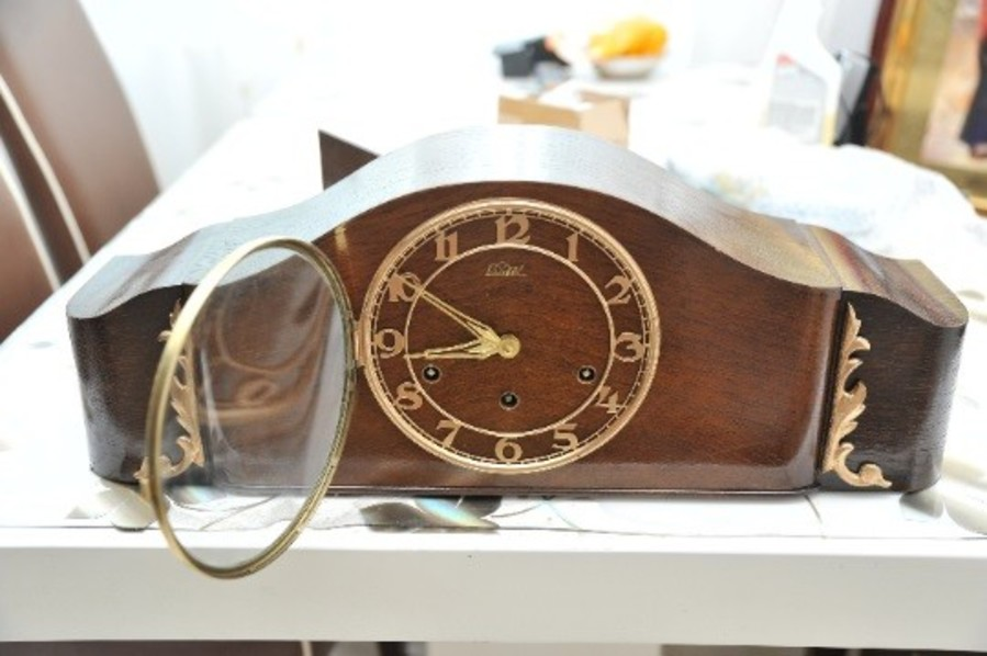 Table clock from Switzerland - Lauffer