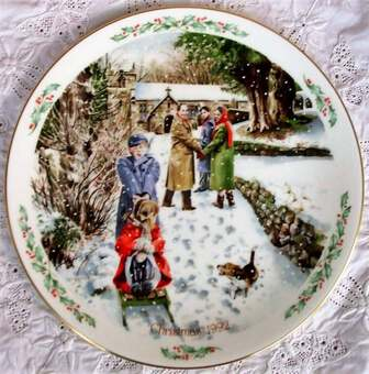 "Antique Royal Doulton English Porcelain ""Family Christmas"" Plate 1992"