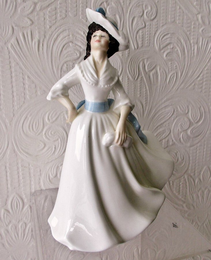 "Royal Doulton English Porcelain Figurine ~ ""Margaret"" ~ HN 2397"