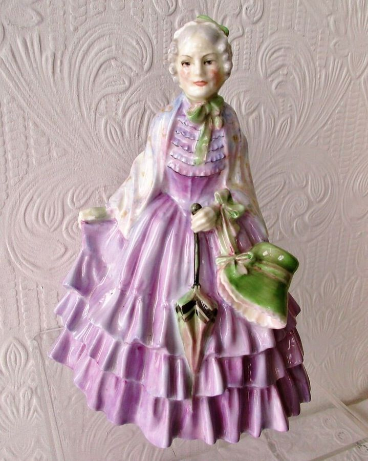 "Vintage Royal Doulton English Porcelain Figurine ~ ""The Gentlewoman"" ~ HN 1632"