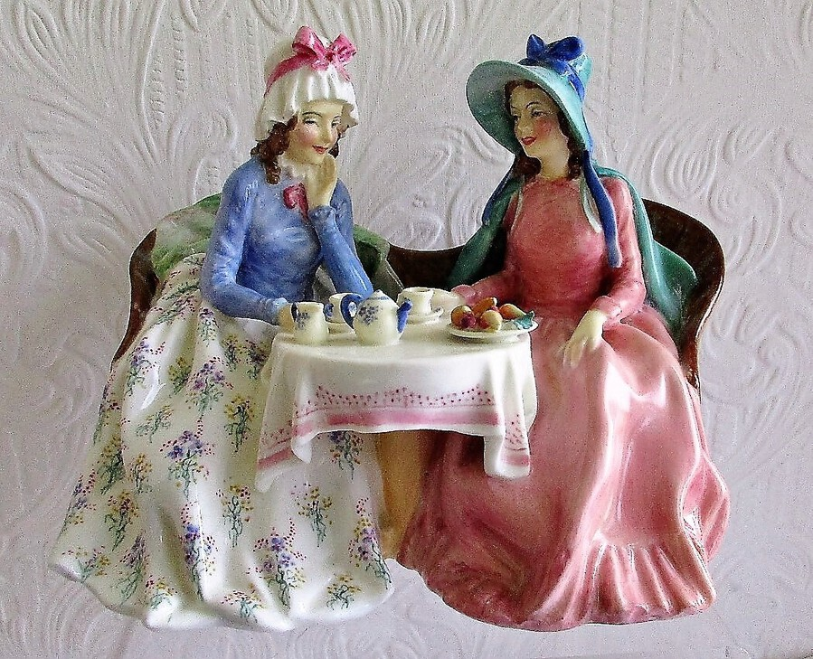 "Vintage Royal Doulton English Porcelain Figurine ~ ""Afternoon Tea"" ~ HN 1747"