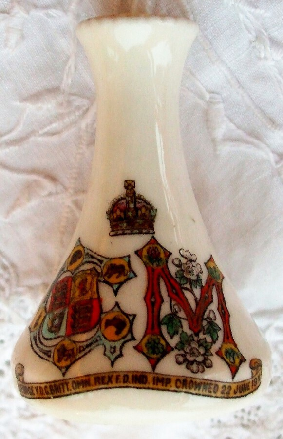 W.H. Goss ~ Club Vase ~ Royal Commemorative ~ King George V and Queen Mary