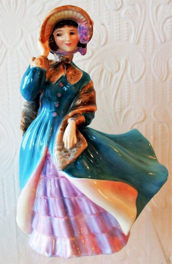 "Royal Doulton English Porcelain Figurine ~ ""Delphine"" ~ HN 2136"