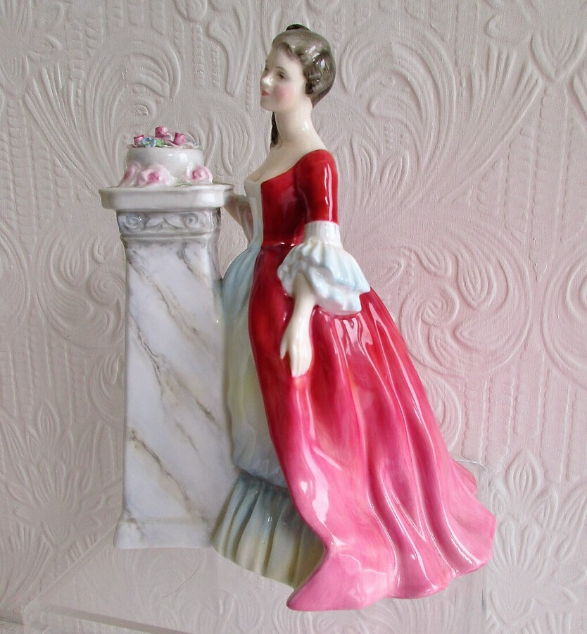 "Royal Doulton English Porcelain Figurine ~ ""Rendezvous"" ~ HN 2212"