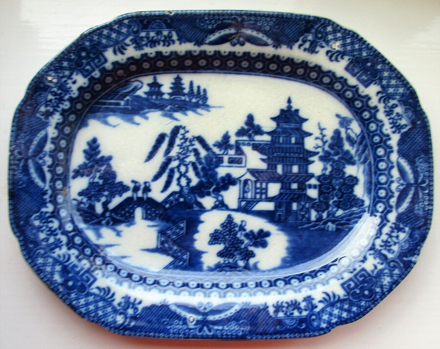 "Antique Antique English Georgian Blue and White Transfer ""Two Man Willow"" Pattern Sauce-boat Stand"