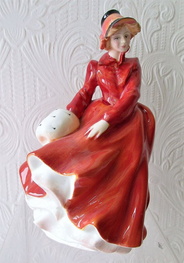 "Royal Doulton English Porcelain Figurine ~ ""Louise"" ~ HN 3207"