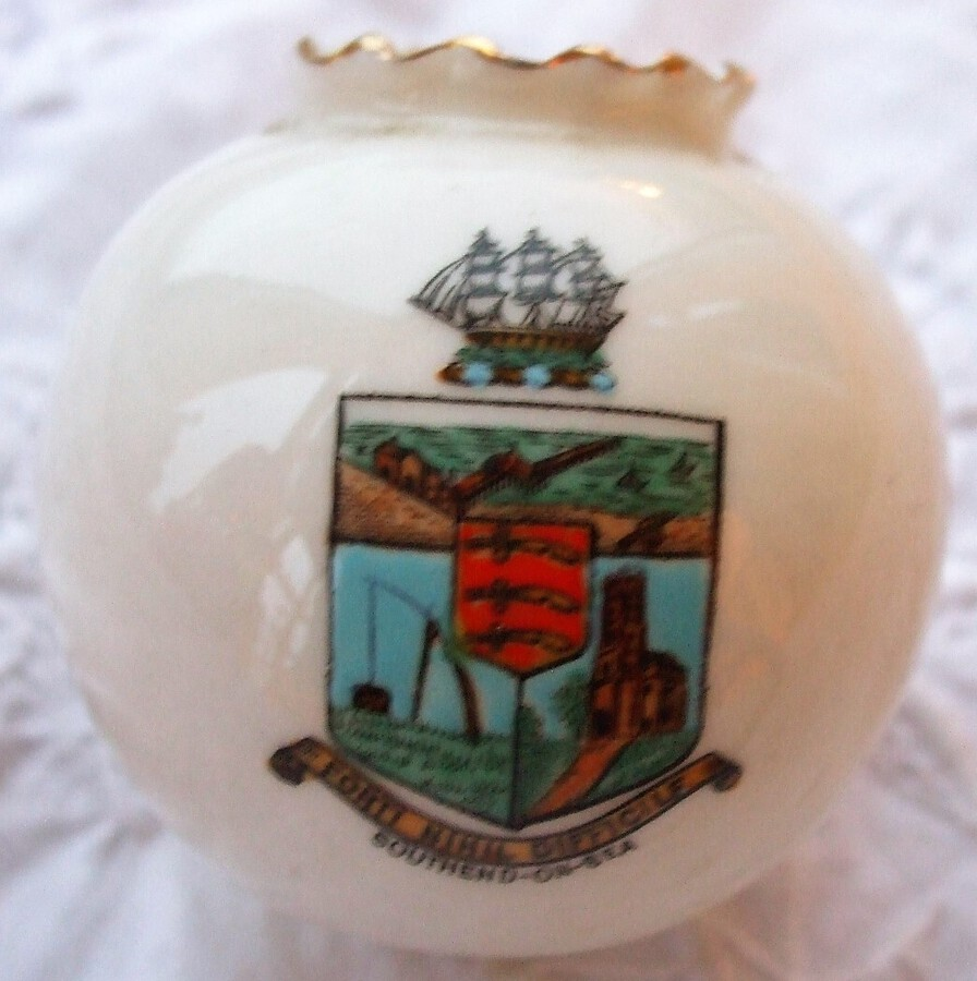 W.H. Goss ~ Fairy Ball Vase ~ Crinkle Top ~ Southend-on-Sea