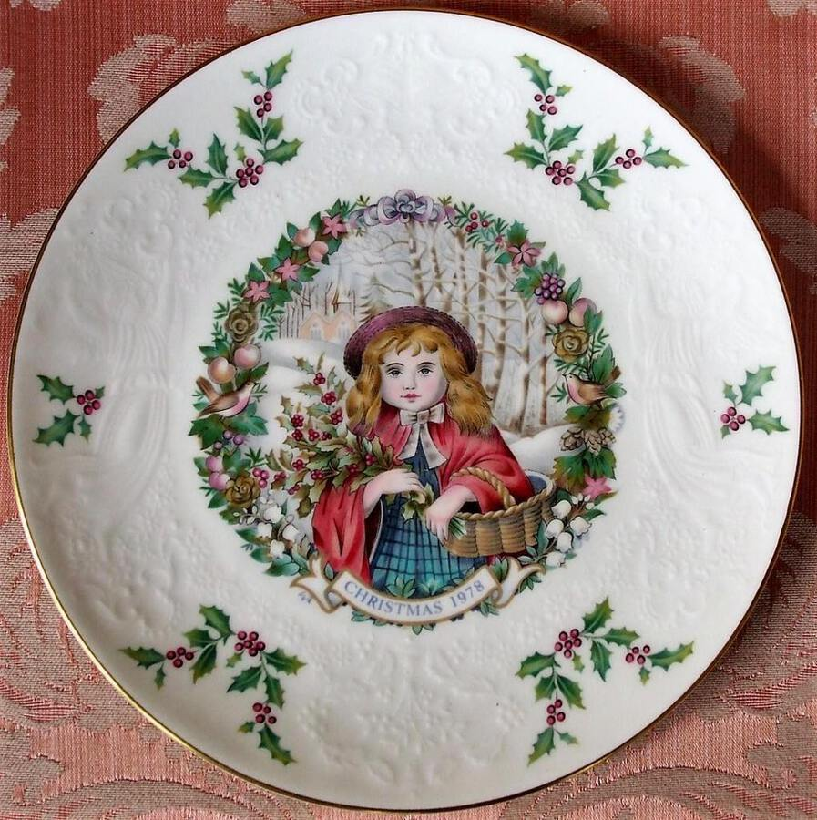 "Royal Doulton English Porcelain ""Christmas"" Plate 1978"