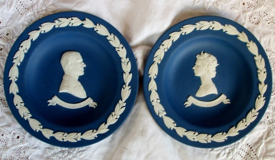 Antique Pair of English Wedgwood Jasper Ware Royal Silver Jubilee Commemorative Dishes