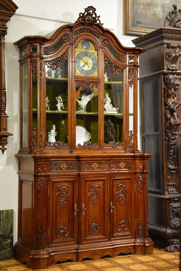 Antique 19TH CENTURY ROCOCO DISPLAY CABINET WITH A CLOCK