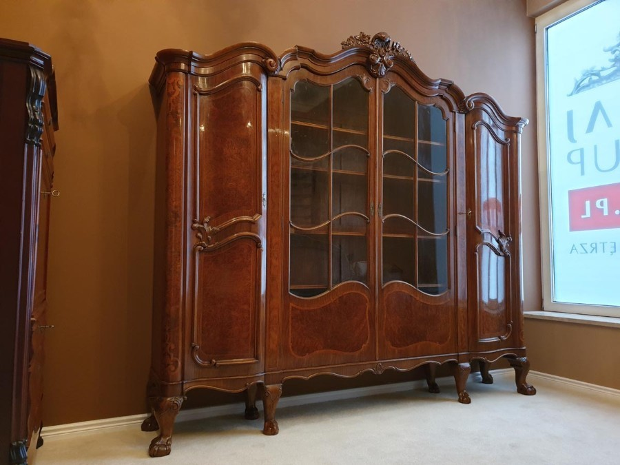 Walnut Display Vitrine in Rococo Revival Style, Early 20th Century