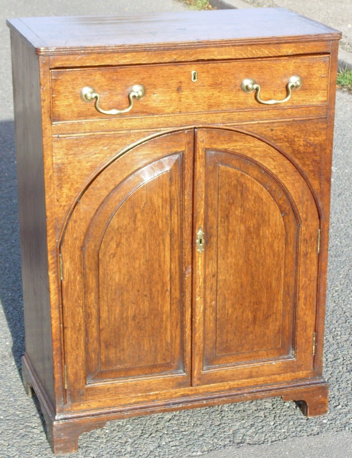 Regency Lancet Arched Door Oak Cabinet