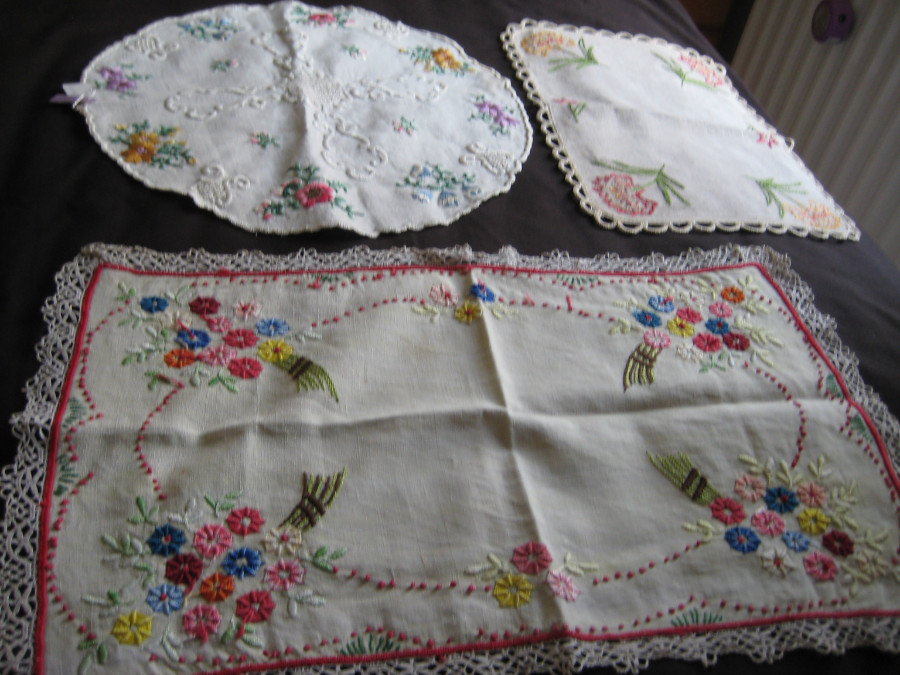 FIVE PIECES OF ANTIQUE FRENCH LINEN AND 6DMASK VINTAGE NAPKINS
