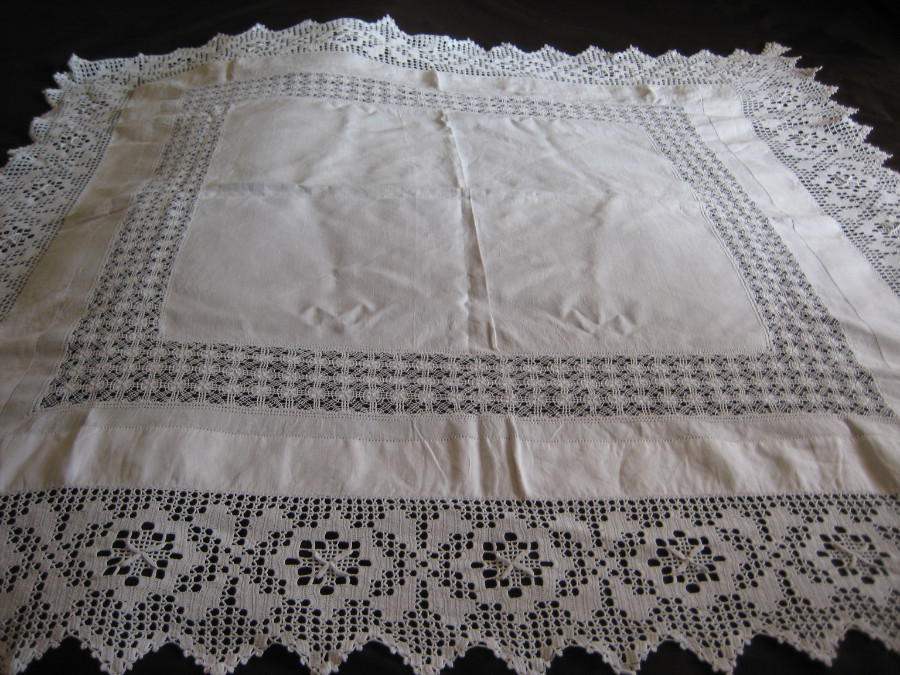 FIVE VINTAGE LACE/LINEN TABLE CLOTHS