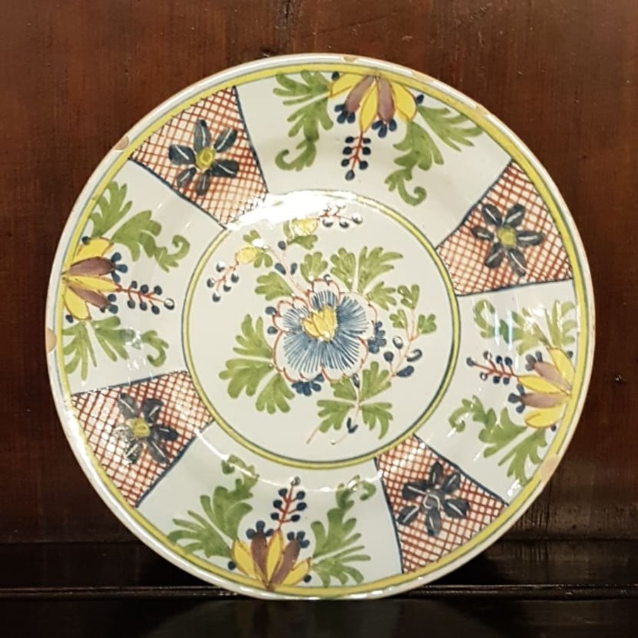 18th CENTURY ENGLISH DELFT POLYCROME PLATE
