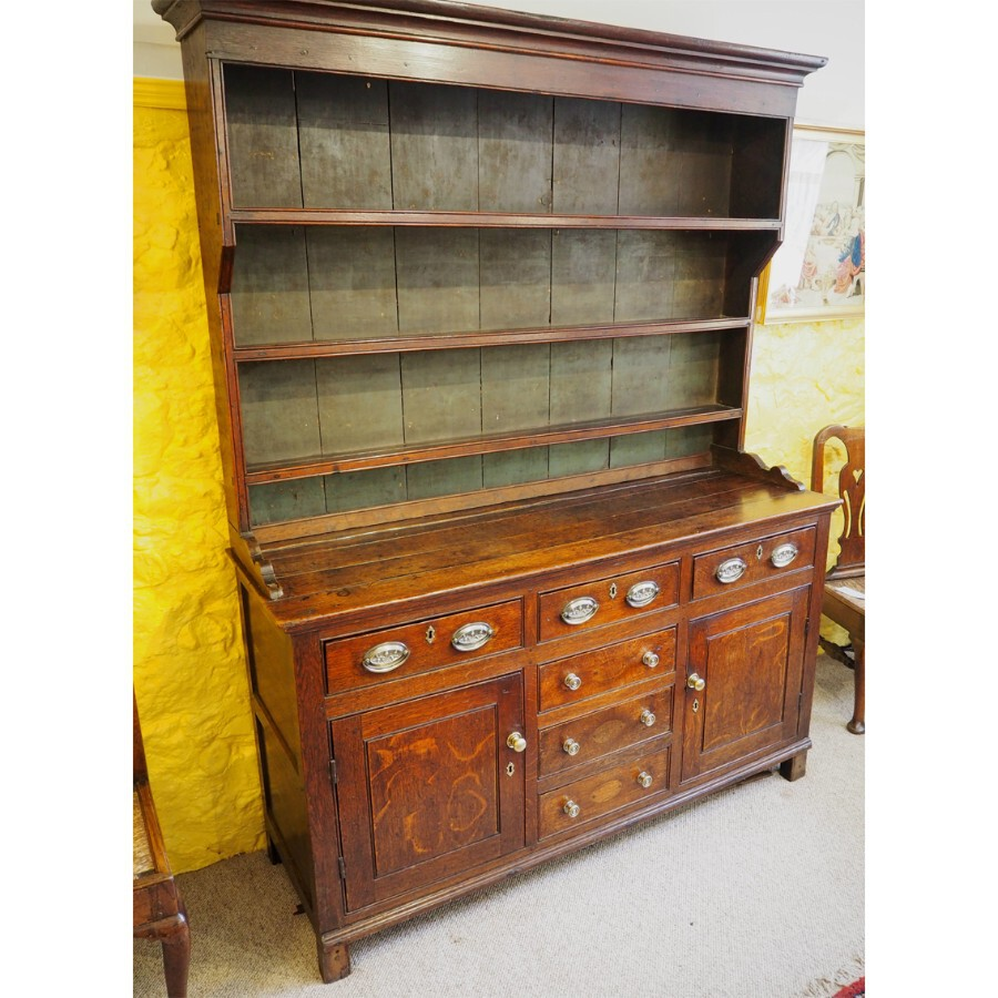 GOOD GEORGIAN OAK DRESSER AND RACK