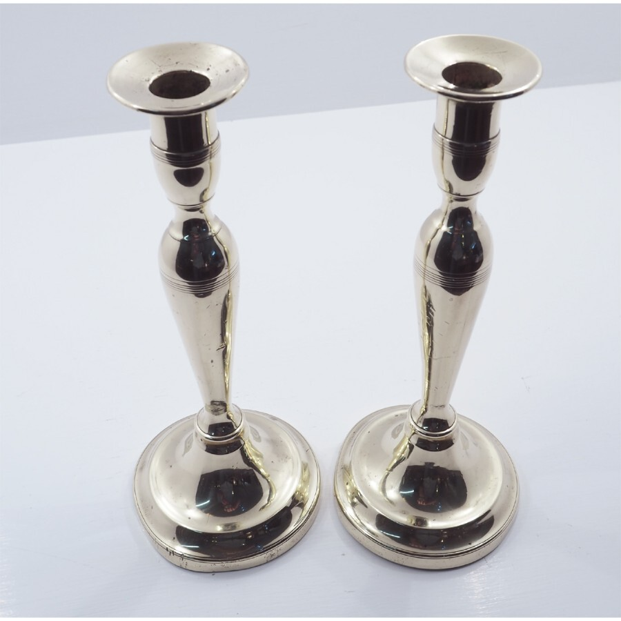 ELEGANT PAIR OF GEORGIAN BRASS CANDLESTICKS