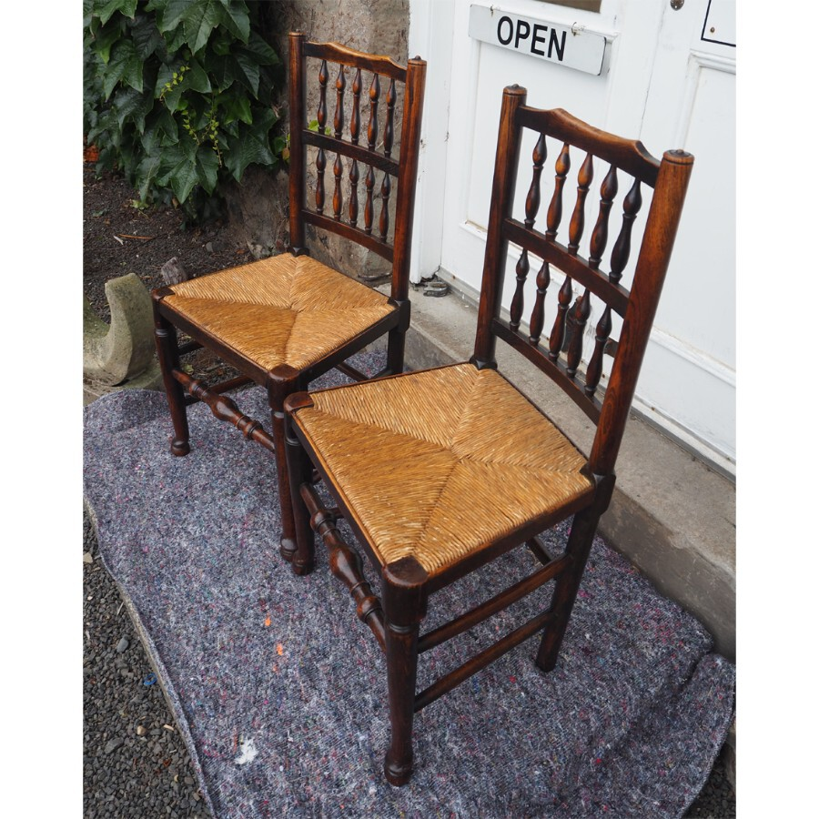 Antique GOOD PAIR OF COUTRY SPINDLE BACK CHAIRS