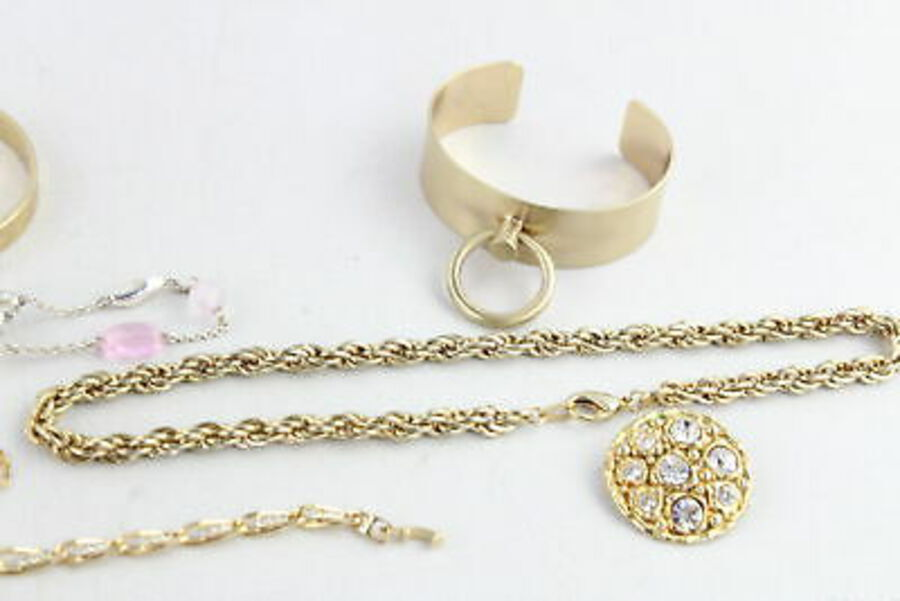 Antique 20 x Vintage & Retro 1980s JEWELLERY w/ Gold Tone, Clip Ons, Faux Pearl, Bangles