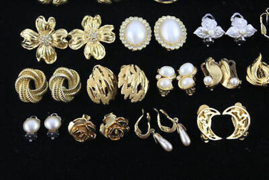 Antique 20 x Vintage & Retro CLIP ON EARRINGS inc. Trifari, Faux Pearl, Hoops, Floral