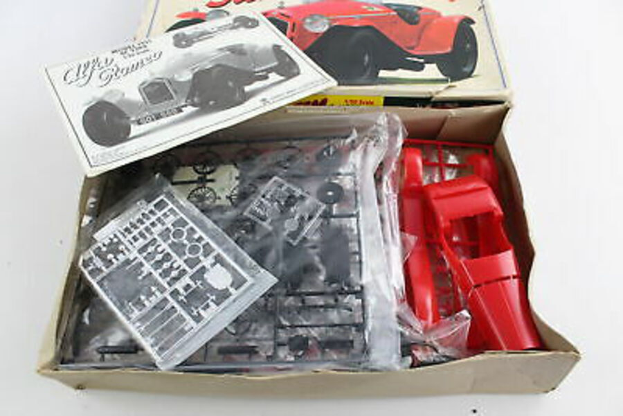 Antique Vintage BANDAI Alfa Romeo 1931 8C 2300 1:20 Model Kit