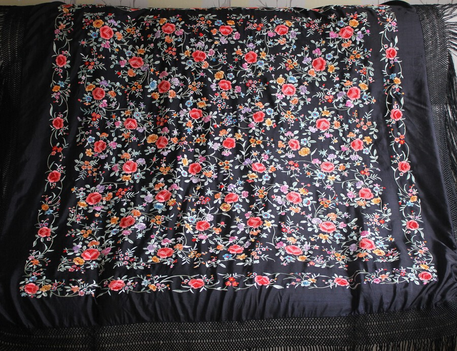 Vintage Chinese Embroidered Silk Piano Shawl - VGC
