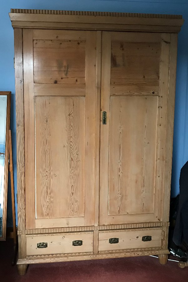 Gorgeous Antique Pine Wardrobe - Late 19th Century