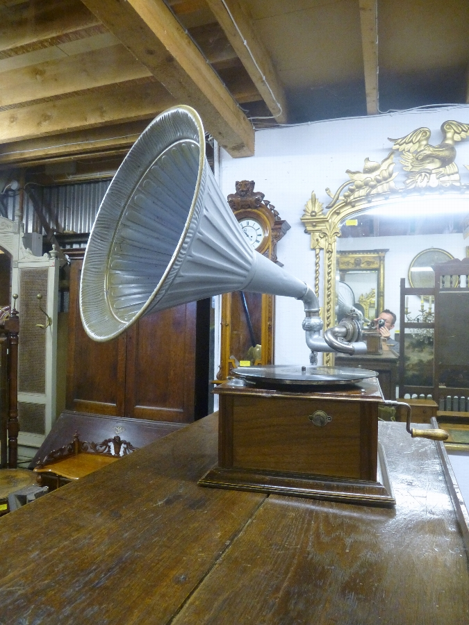 Antique Antique Gramophone