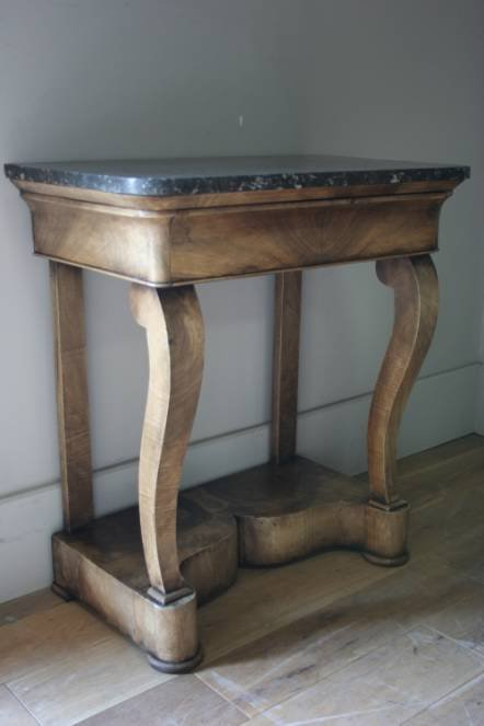 Antique A sweet little walnut console table